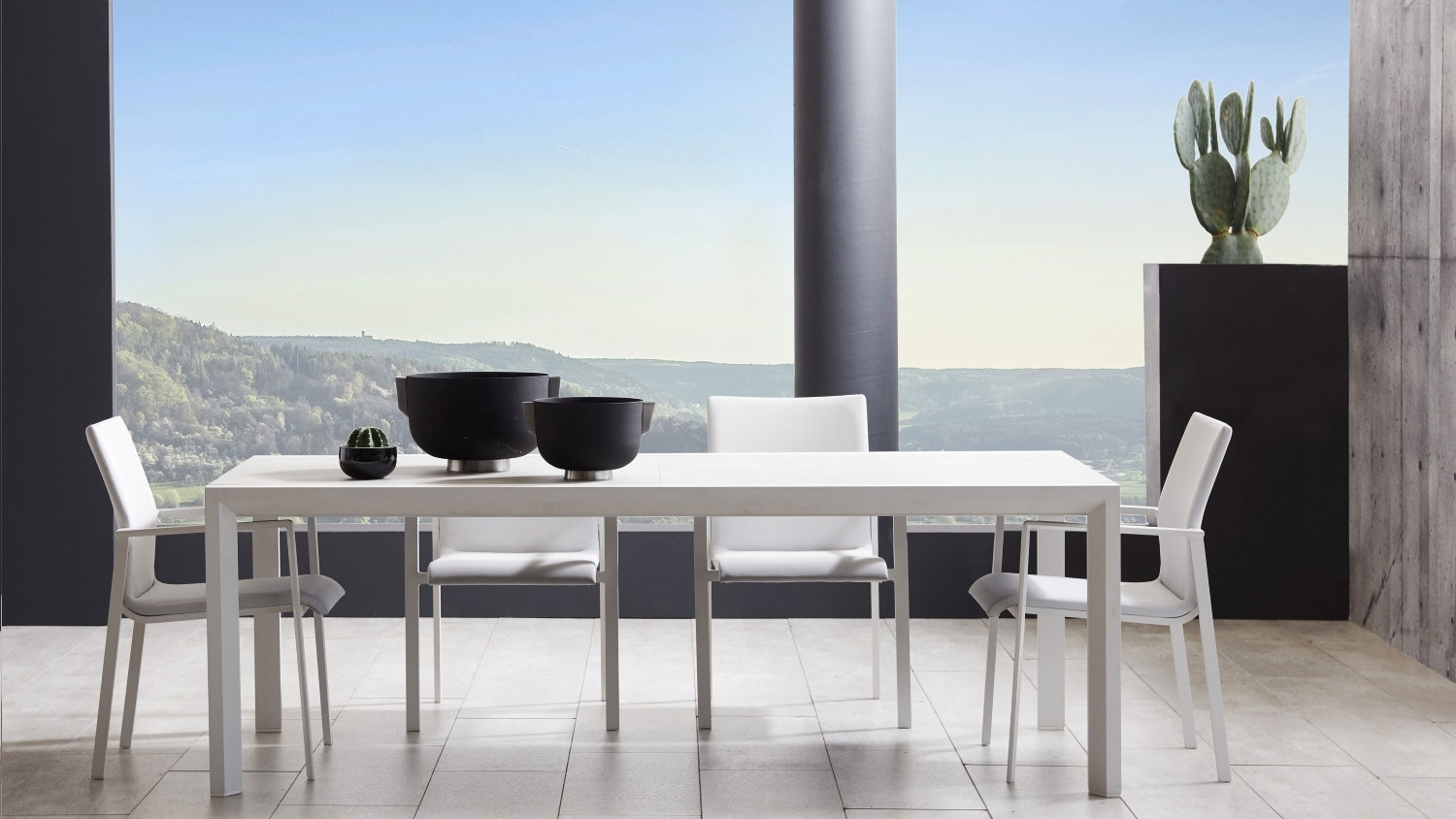 Amara Outdoor Extendable Dining Table