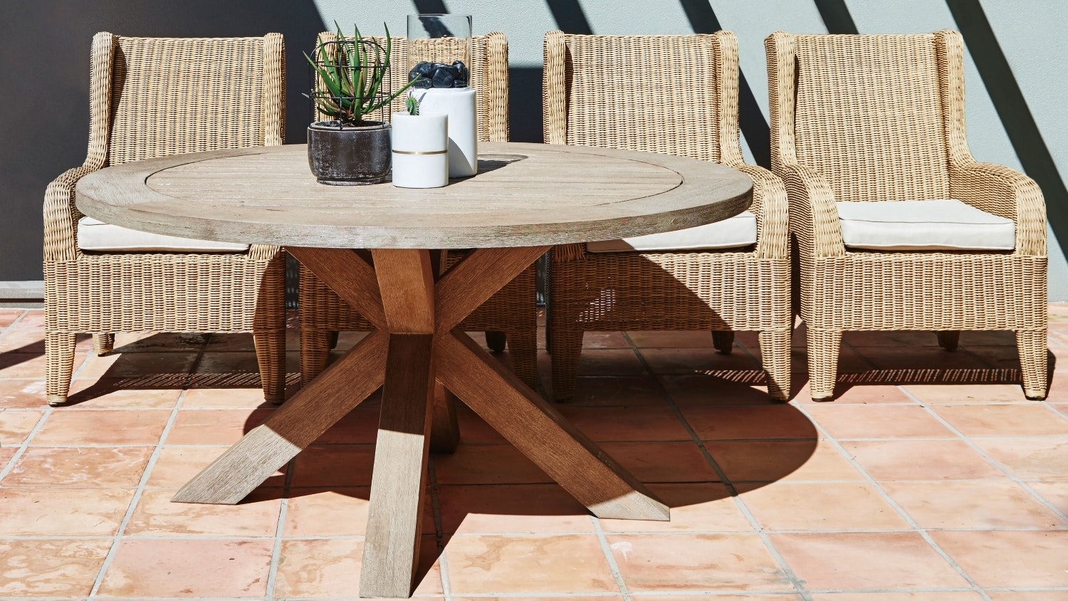outdoor round dining table. Madison Outdoor Round Dining Table T