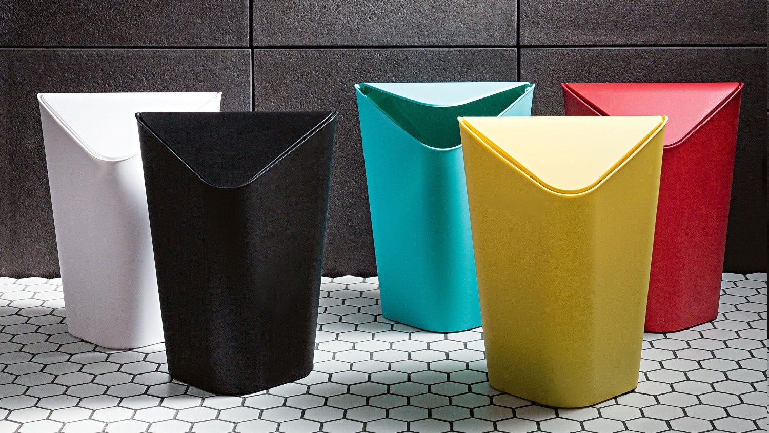 Umbra Corner Rubbish Bin