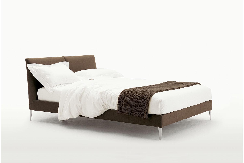 Selene Bed by Antonio Citterio for Maxalto