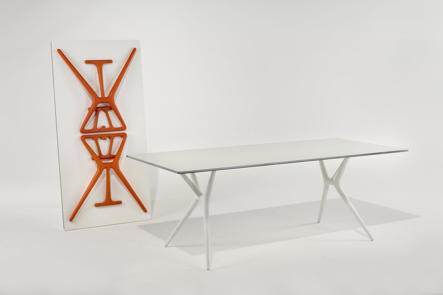 Spoon table small by antonio citterio with toan nguyen for for Bureau kartell