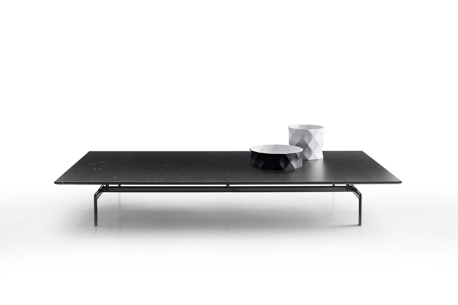 Diesis coffee table in marble by antonio citterio for b amp b