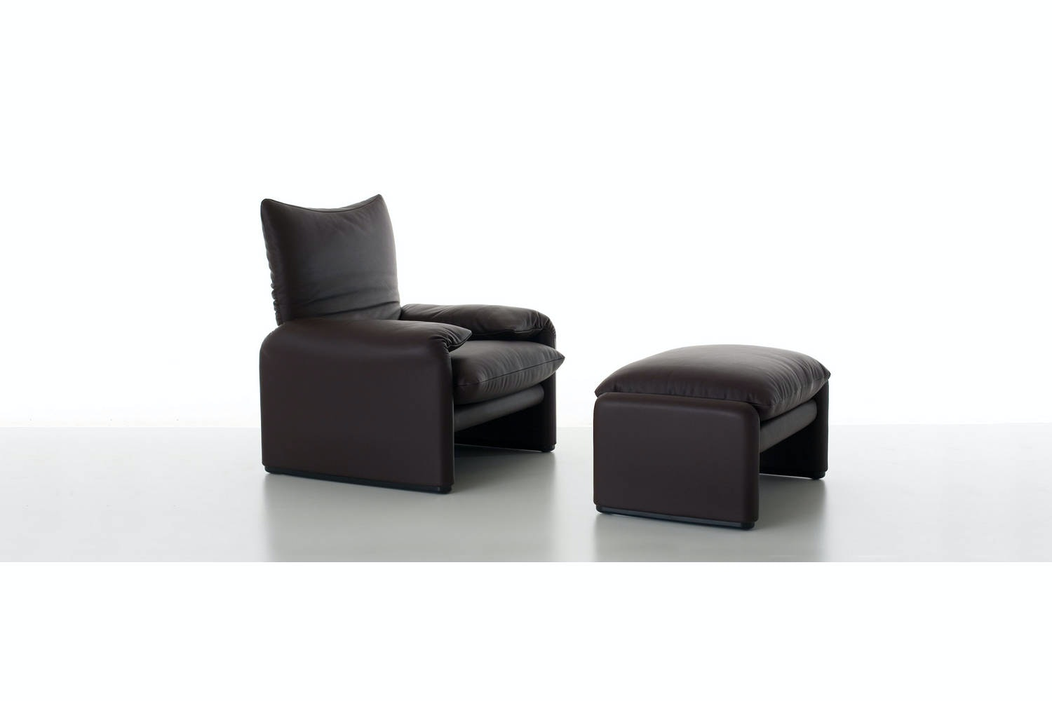 675 Maralunga Armchair by Vico Magistretti for Cassina