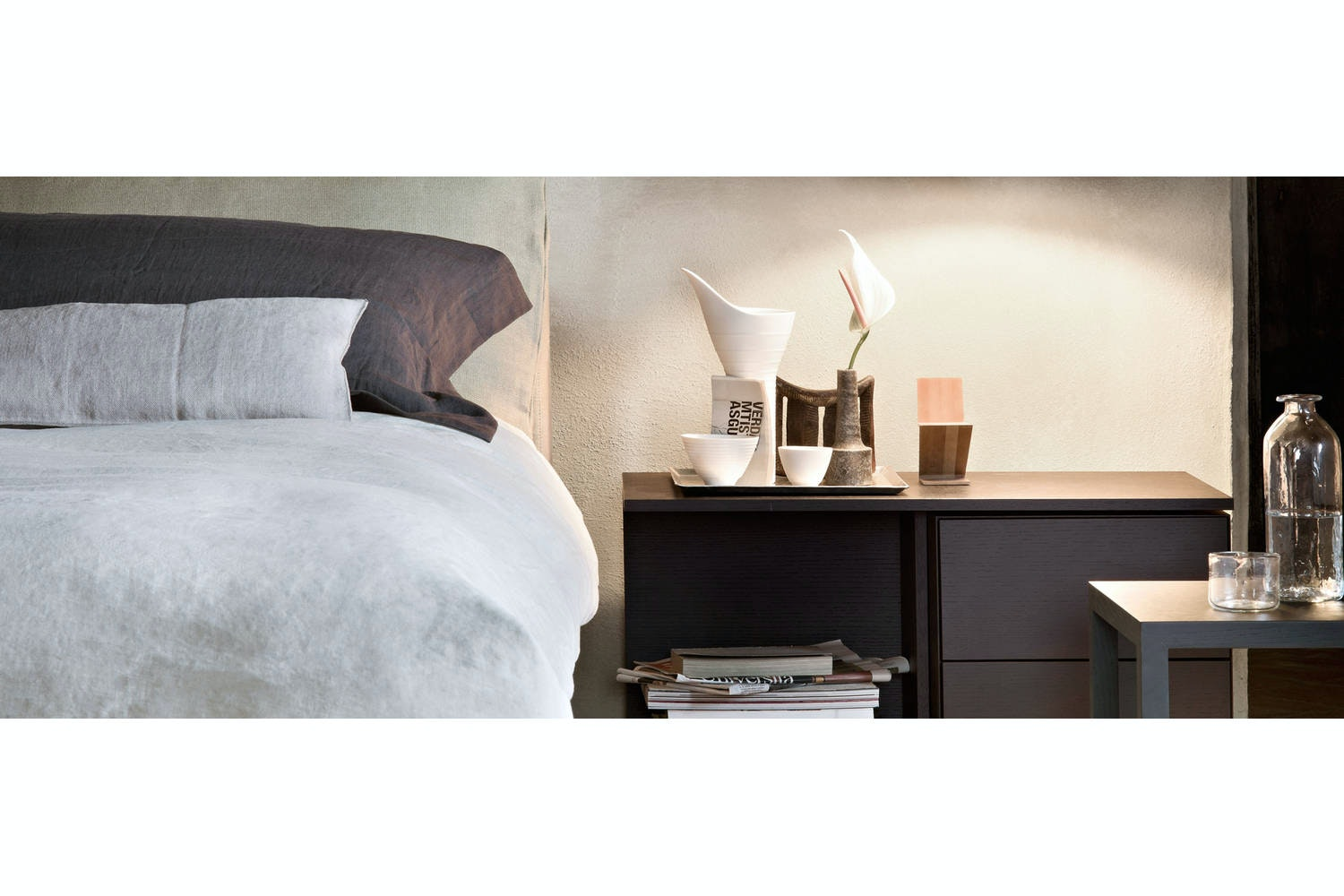 L32 Moov Bedside Table by Piero Lissoni for Cassina