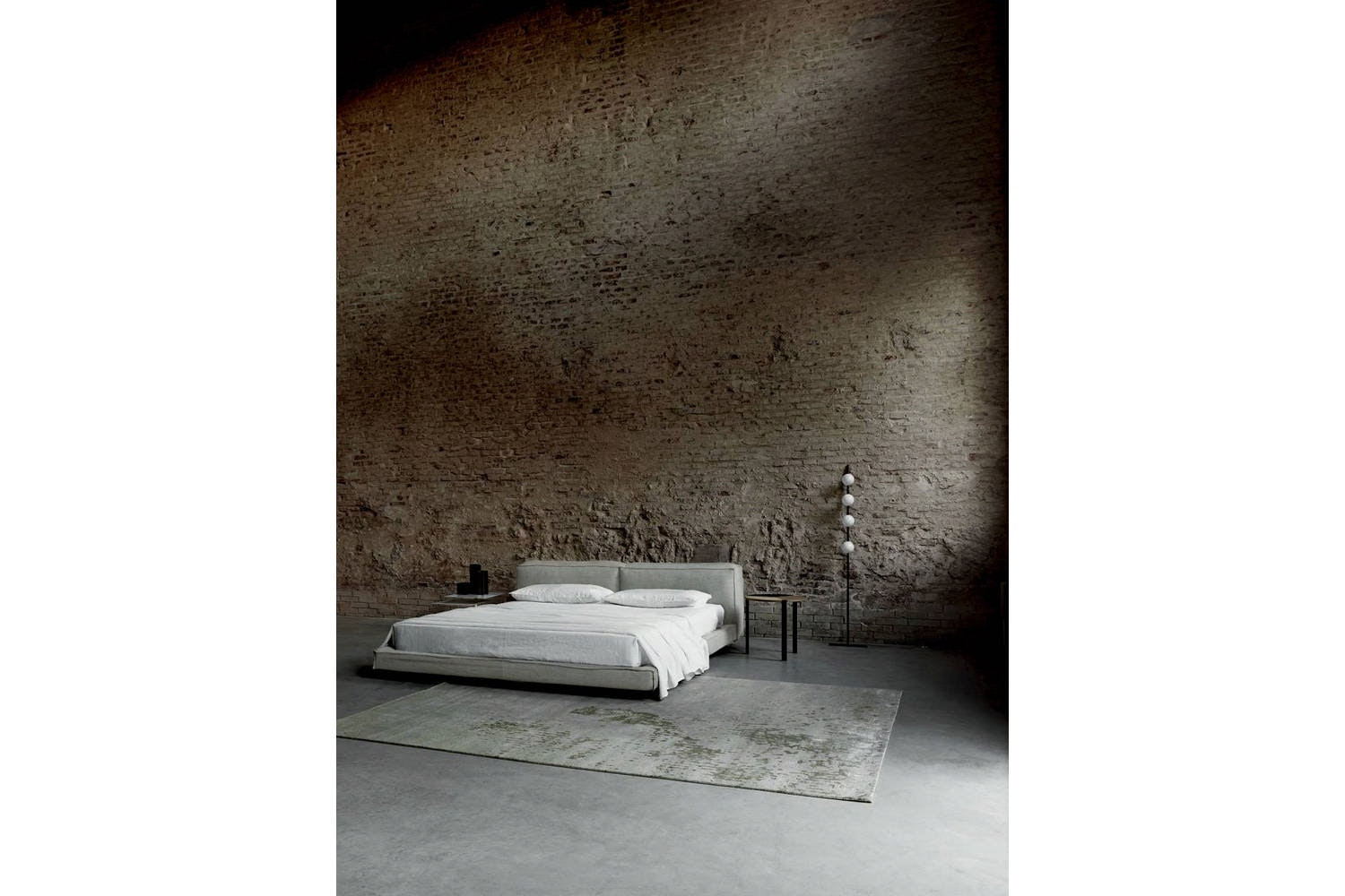 Neowall Bed by Piero Lissoni for Living Divani