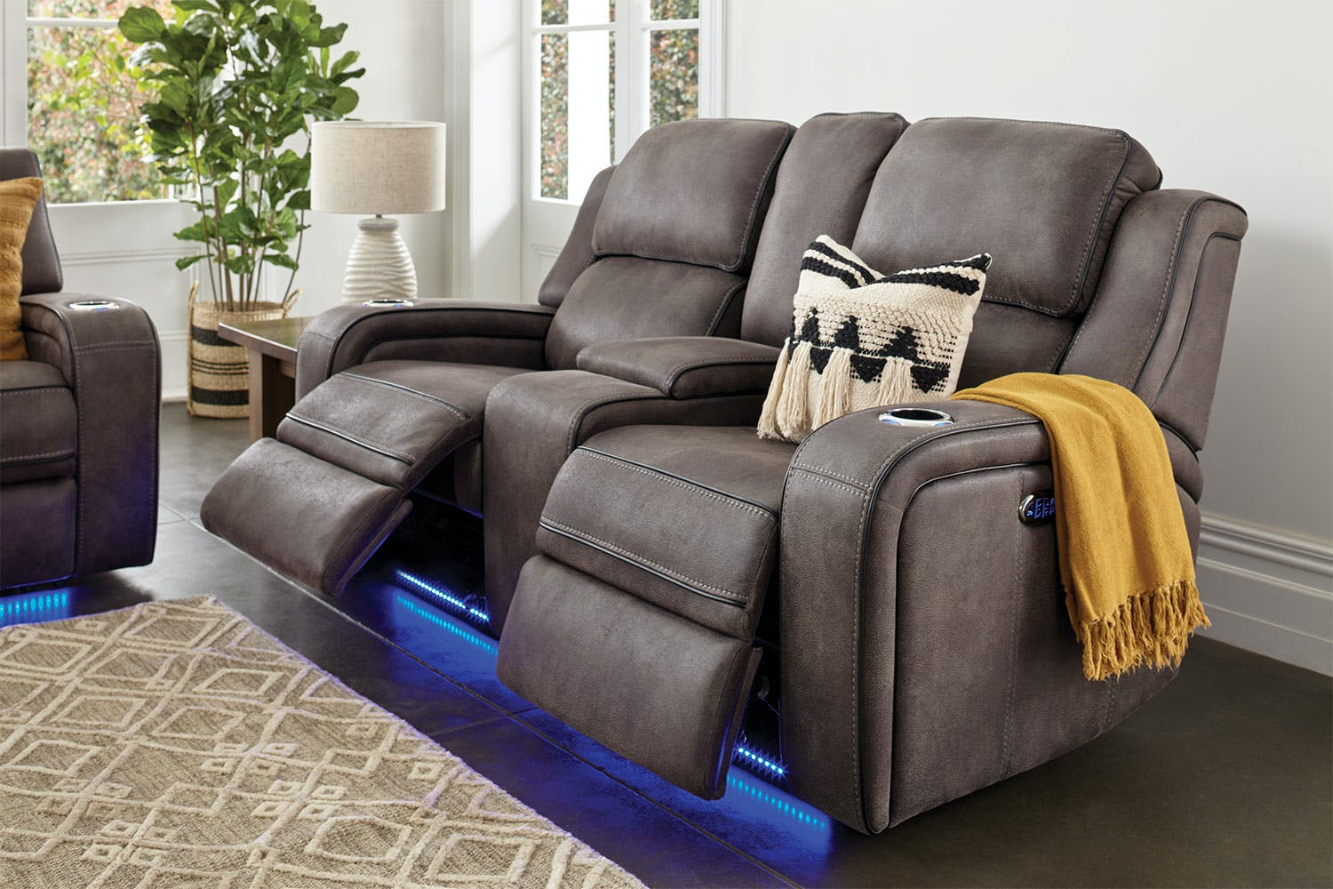 Swell Bradford 2 Seater Fabric Electric Recliner Sofa By Synargy Uwap Interior Chair Design Uwaporg