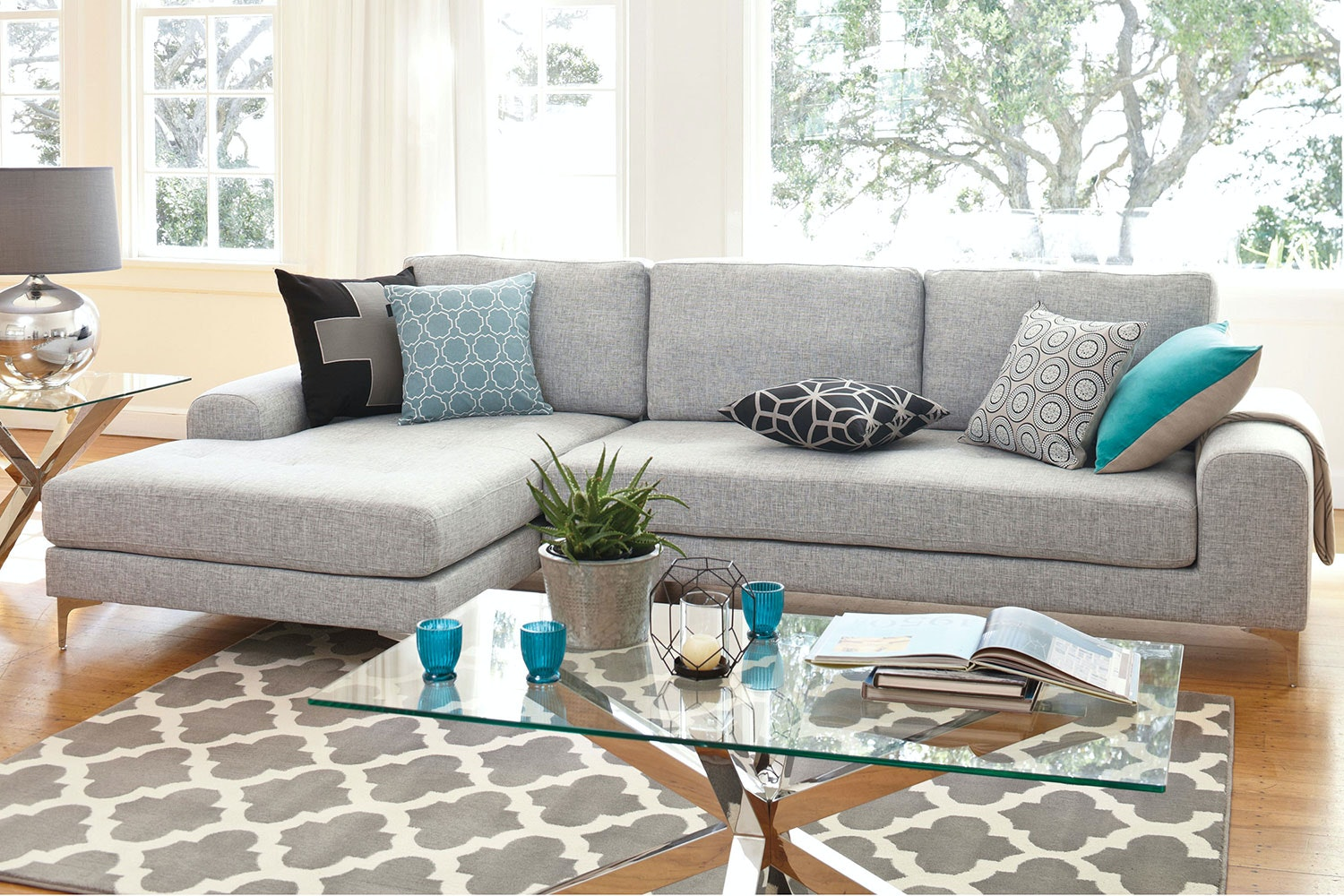 Abilene 2.5 Seat Fabric Sofa with Chaise by Garry Masters