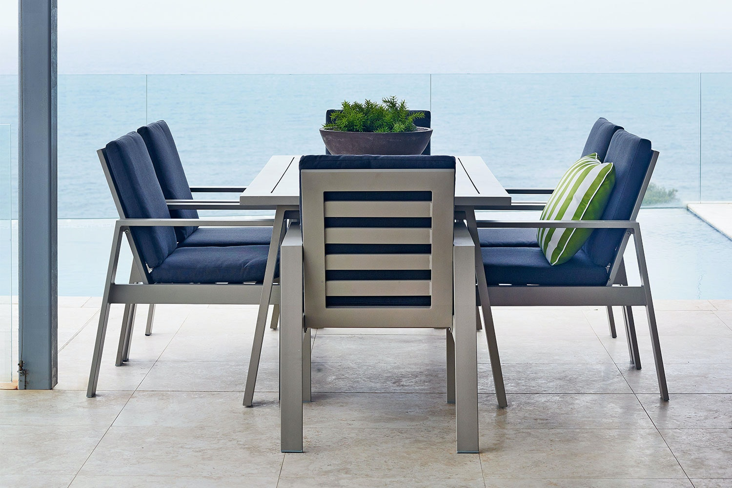 Macan 7 Piece Outdoor Dining Setting