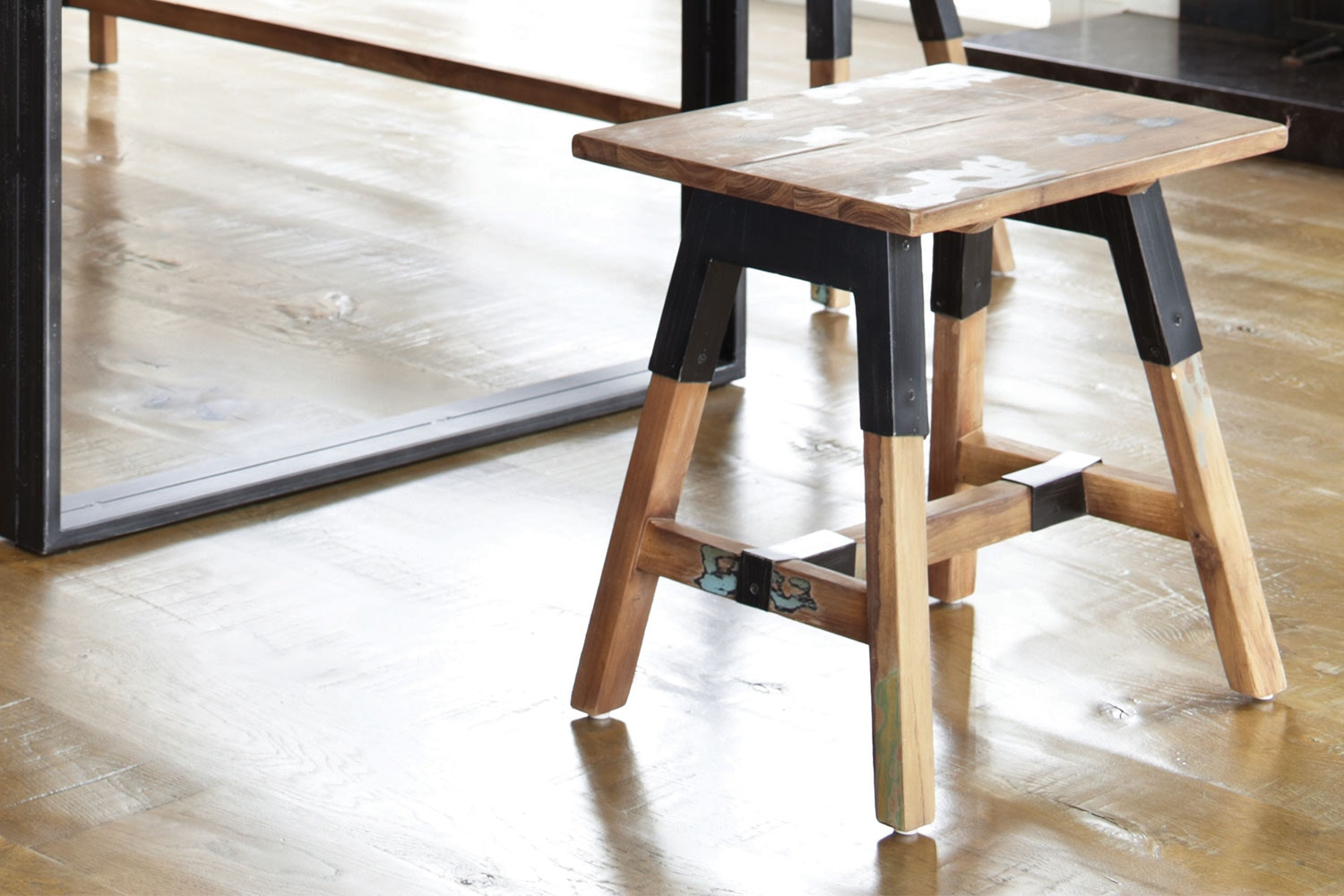 Look Short Bench by D-Bodhi Collection