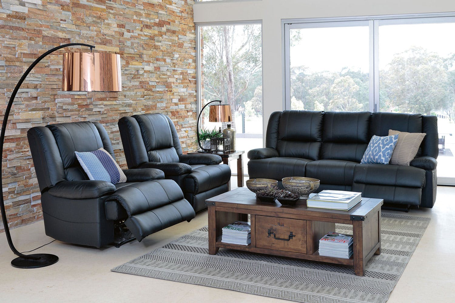Leonardo leather large recliner sofa review home for Furniture 3 piece suites