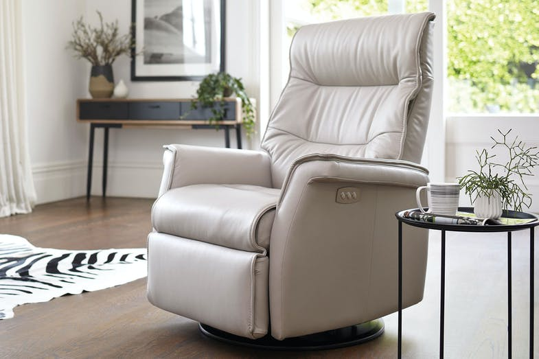 Chelsea Large Leather Relaxer Chair by IMG