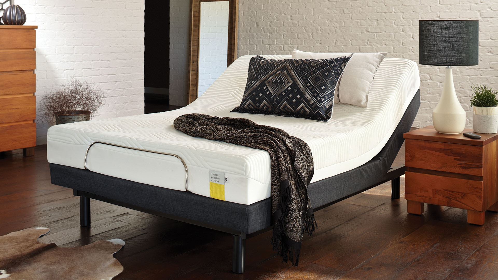 Luna Supreme Queen Mattress with Lifestyle Adjustable Base by Tempur