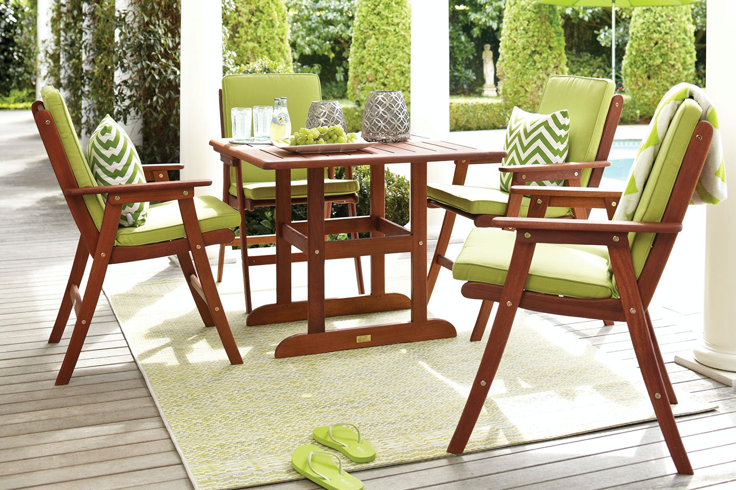 Bentley 5 Piece Square Outdoor Setting