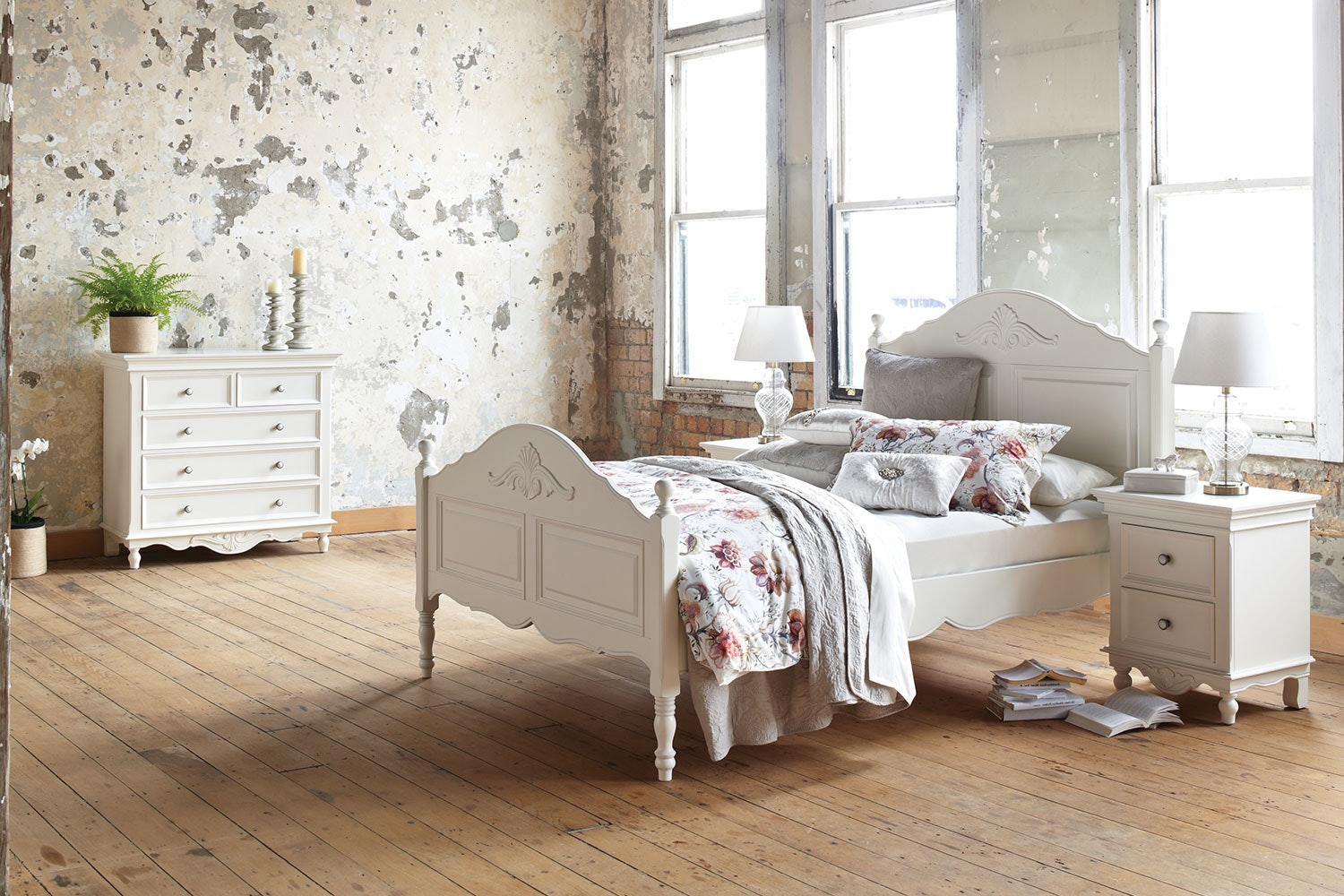 Chambre 4 Piece Queen Chest Bedroom Suite by Garry Masters
