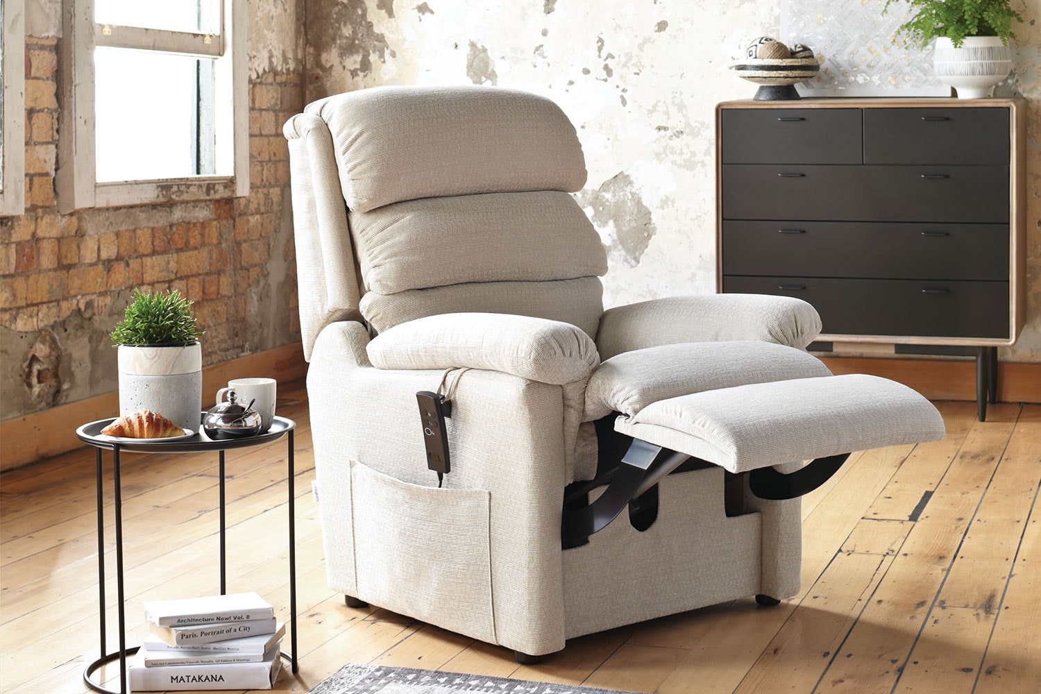 Embassy La-Z-Boy Luxury Lift Chair