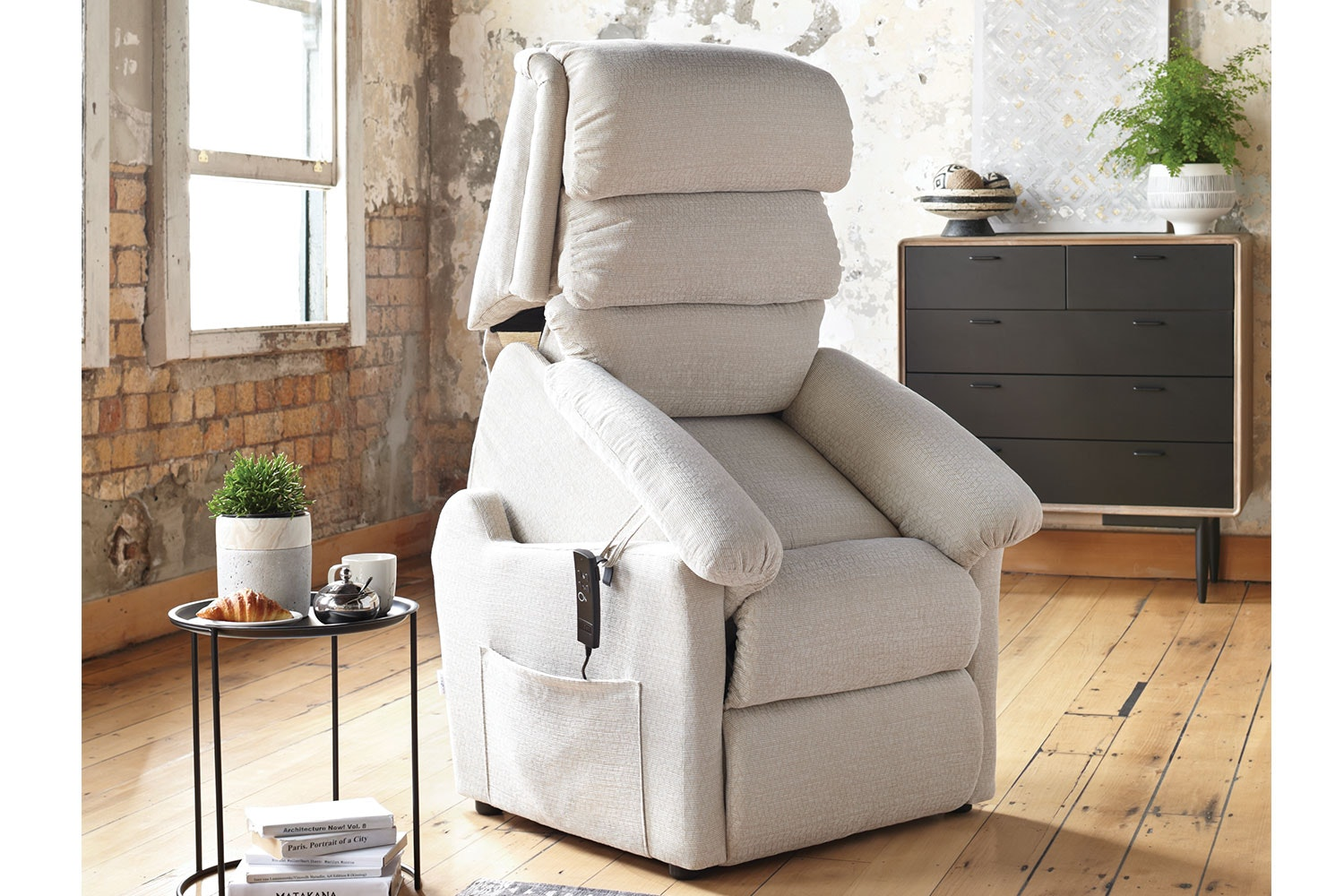 Embassy Luxury Lift Chair by La-Z-Boy
