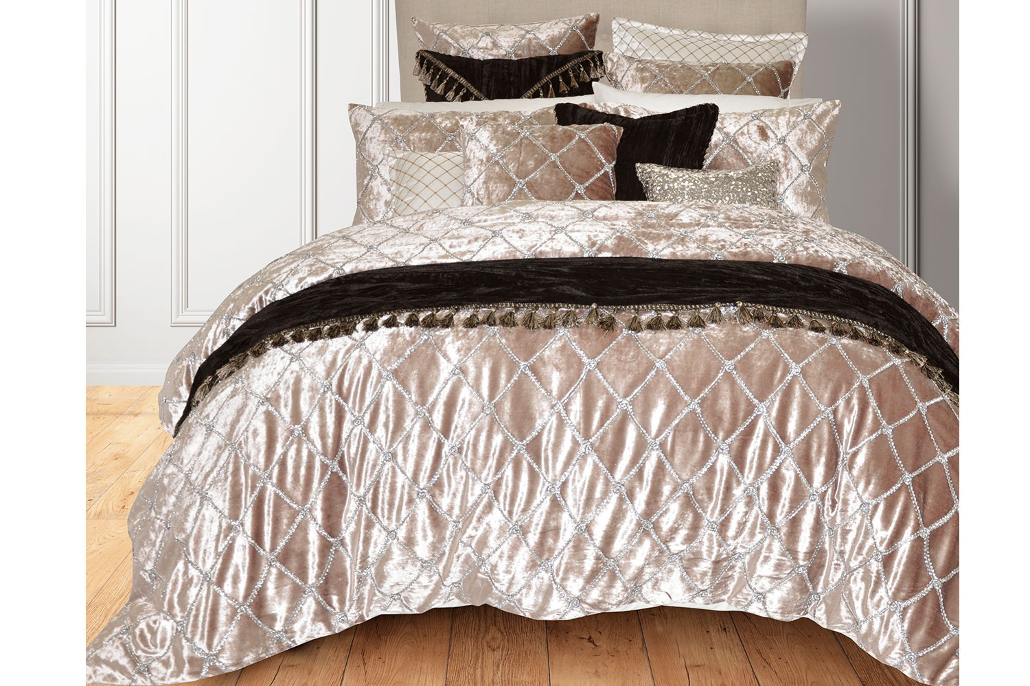 Julienne Mink Duvet Cover Set by Da Vinci