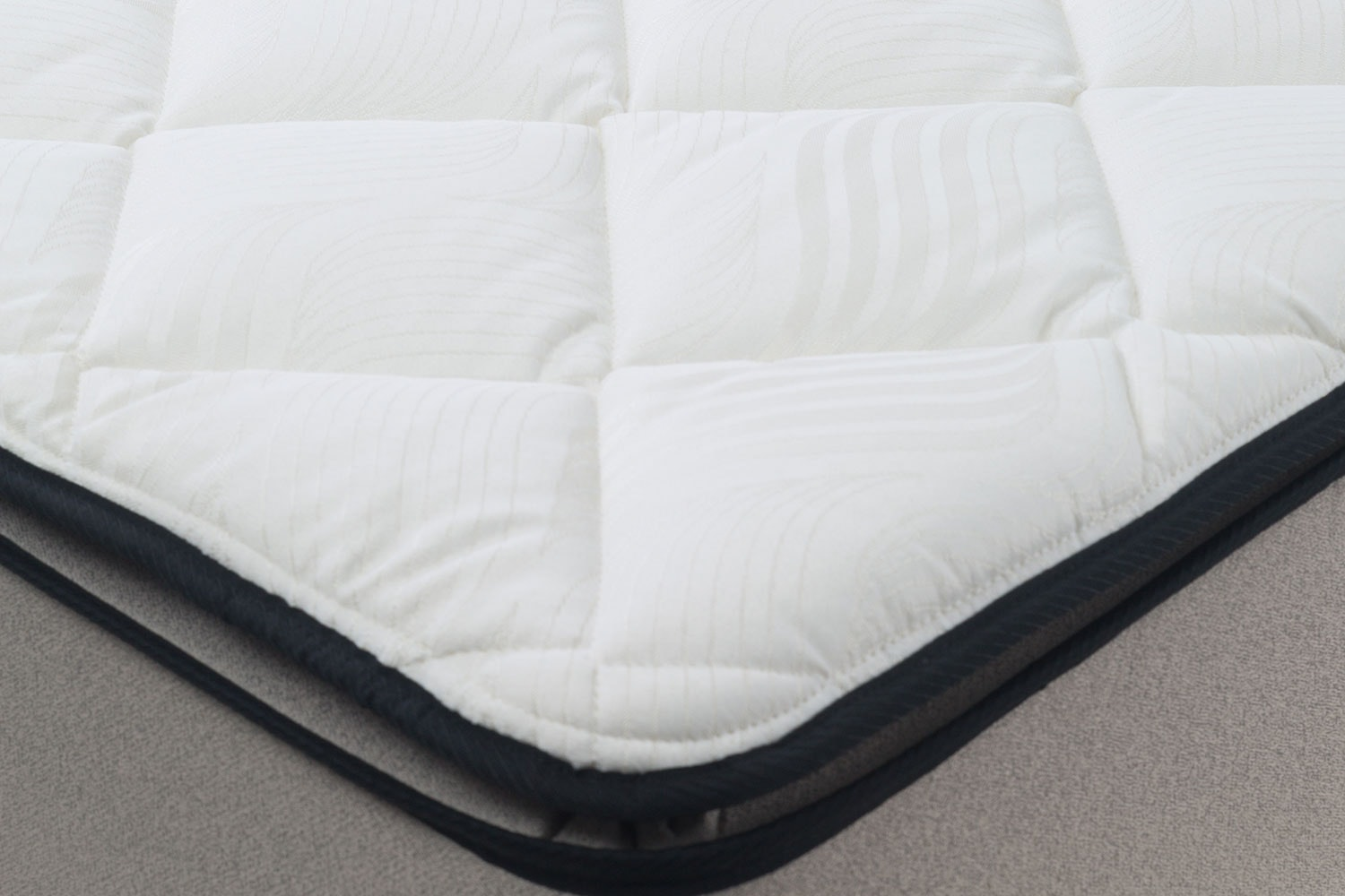 Sleep Support Plush Queen Bed by Sleepmaker