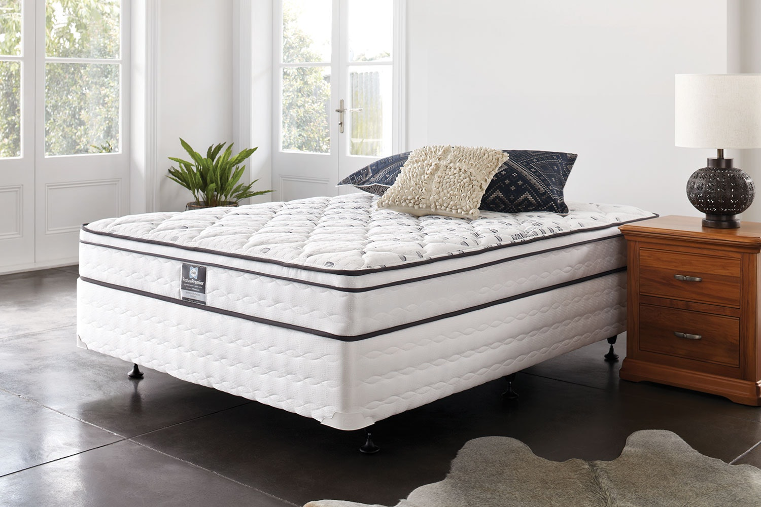 Spinecare Reflection Comfort Queen Bed by Sealy