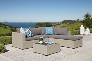 Michigan Outdoor Corner Lounge Setting